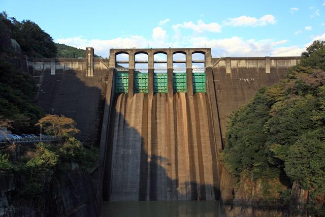 斜陽の丸山ダム