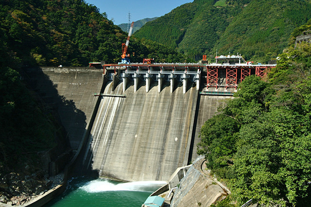 戦前から戦後にかけておよそ16年間王座に君臨した塚原ダム