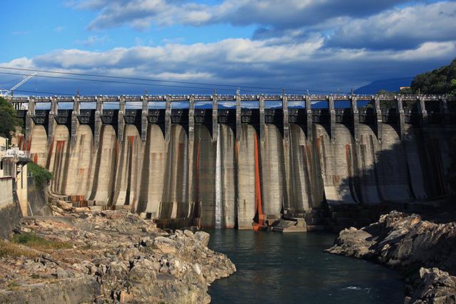 不可能と言われた木曽川をせき止めた大井ダム