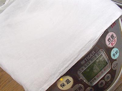 鍋ごと毛布で包んでコタツの中に入れるなんて保温方法もあります。