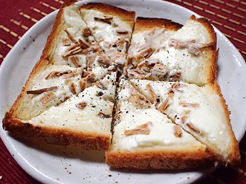 スモーキーな大根の風味とクリームチーズとの相性がよく、まさかの人気メニューに昇華。