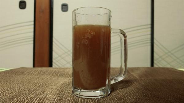 グラスにタバスコ、ウスターソース、しょうゆ、レモン(もしくはライム)にビールを入れて完成。レモン4、ビールが6になるようにグラスにいれて、他は小さじ1杯ずつ。お好みで調整してください。
