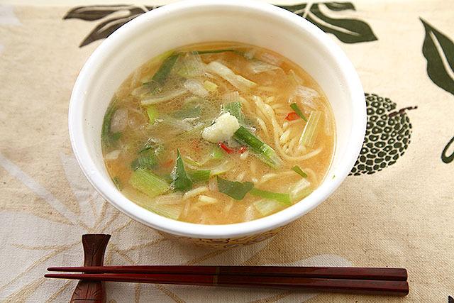 スープを溶かしておろしニンニクを添えたら完成。