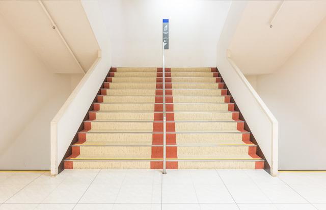 この百貨店の階段にきゅんとするのです。