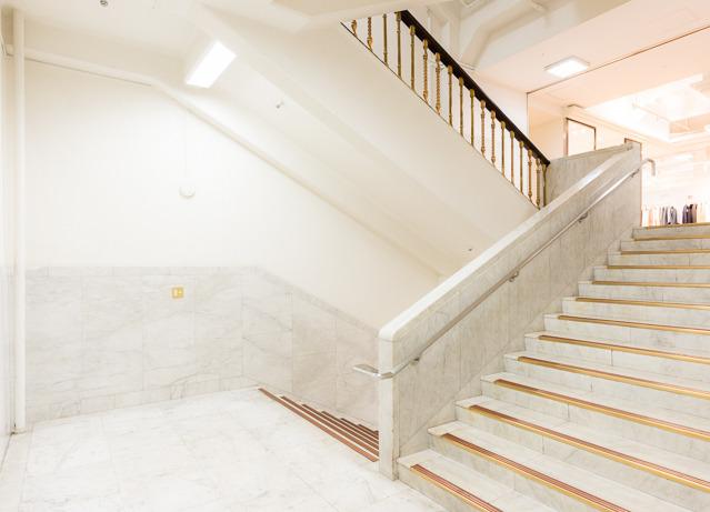 4階から手すりが変わったのはうれしい驚きだった。
