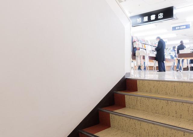 わが青春の旭屋書店。この階段を上がっていく光景。久しぶりに来てなぜか泣きそうになった。