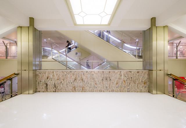 エスカレーター好きにも、階段好きにもうれしい配置。松屋、さすがだ。