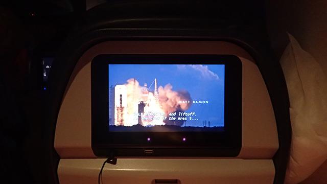 機内でちょうどNASAをテーマにした映画を見て泣いた。そういえば僕は子どもの頃宇宙飛行士になりたかったのだ。