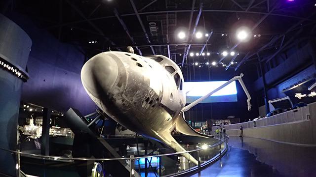 実物のスペースシャトル・アトランティスが展示されているのだ。