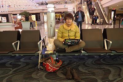 実はこの記事、帰りの空港で書いています。天候の悪化で飛行機が26時間遅れるらしいので。
