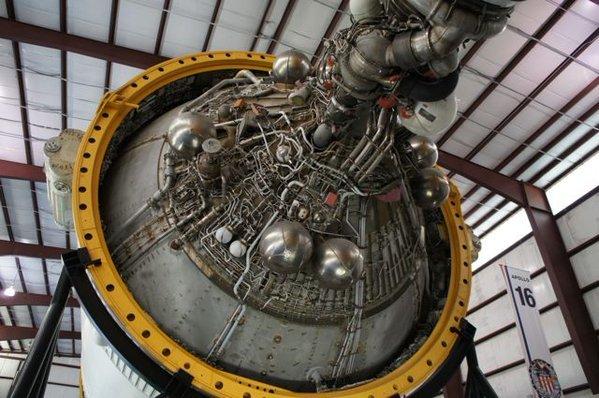 ヒューストンのスペースセンターで見たアポロ計画のサターンロケット。このいかにも機械っぽいとこが格好良くてあとで見たら何枚も同じような写真ばっか撮ってた(あんぢー)
