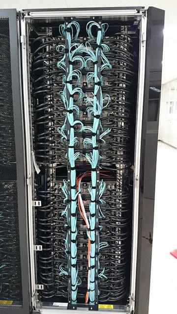 スーパーコンピュータのラックの裏側、わかる人には分かる (Hiro0138)