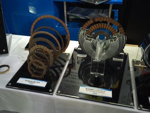 札幌モーターショーで展示されていた多板クラッチ板(@もけけ)