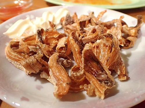 川魚の干物を揚げたプラコーン。カリッカリの歯ごたえとちょっとクセのある風味が好み。