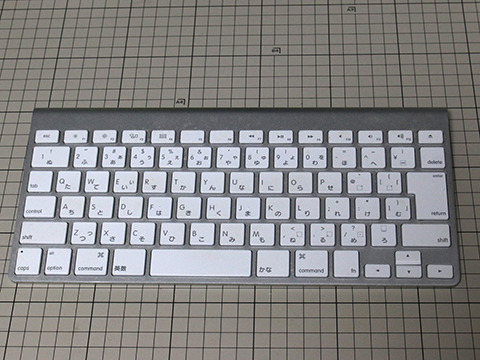 さすがにあれでは仕事ができないので、予備のキーボードを出してきた。