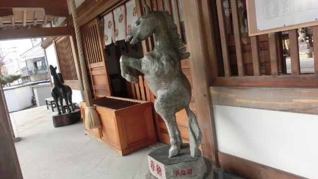 躍動感のある狛馬 (京都伏見・田中神社)