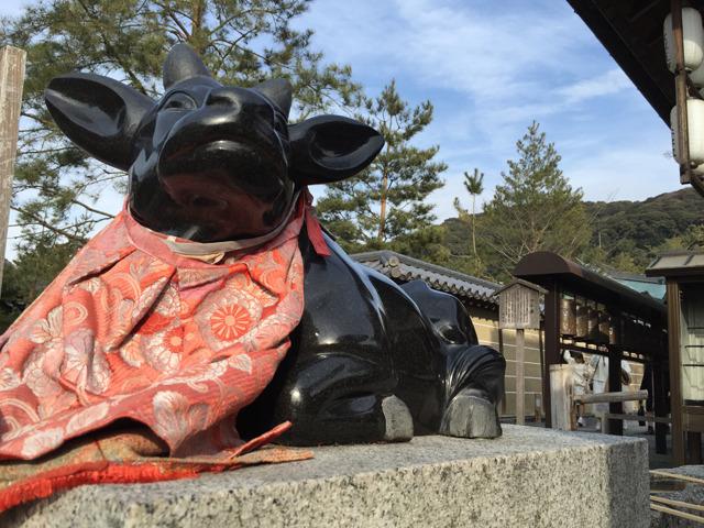 駒牛。これは割と本物の牛に忠実っぽい。がテカテカだ。(京都・高台寺)
