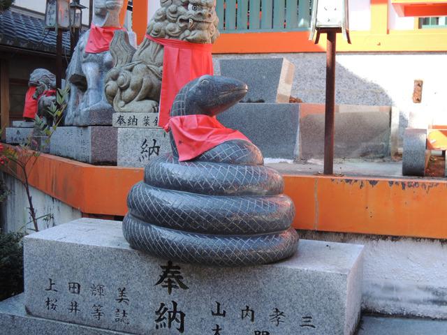 狛へび。他にも蛇はえらくたくさんいた