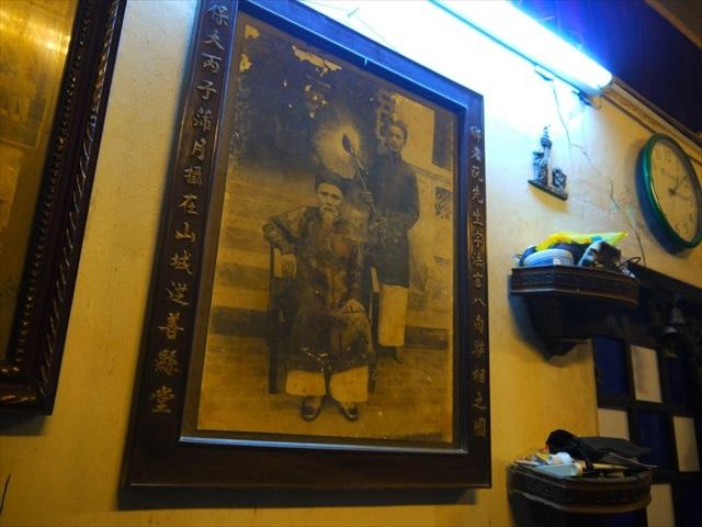こちらは聞きそびれてしまったけど、昔のベトナムらしい写真。