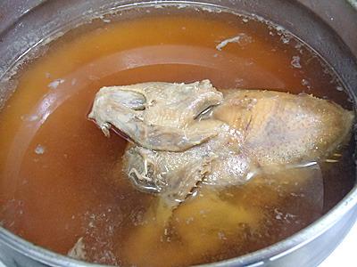再加熱を繰り返し、3日で白かった煮汁が茶色く変化。