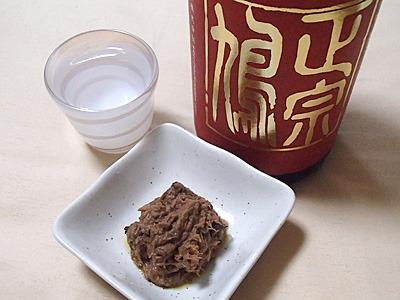 日本酒投入。酒は青森県十和田市の鳩正宗。