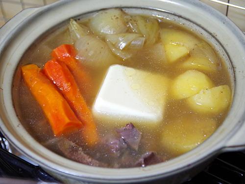 ポトフに湯豆腐気分で豆腐を入れるとポトウフになる。