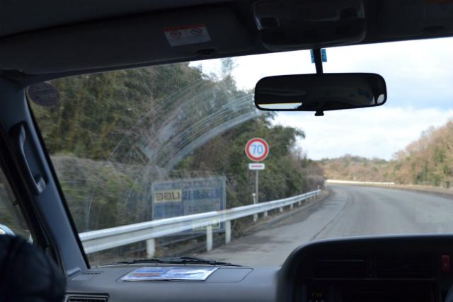 制限速度の標識などは、一般の道路と同じものを使っている