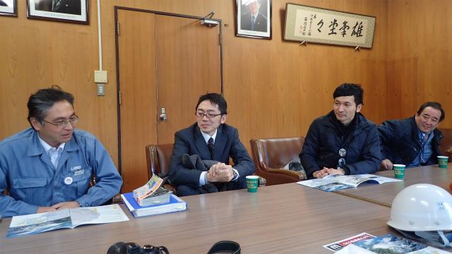 伊佐セメント工場は副工場長の桜田さん(左)に案内していただきました