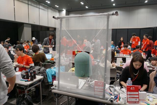 24時間で開発するというイベントで作りました。展示会場に鐘がどーん。
