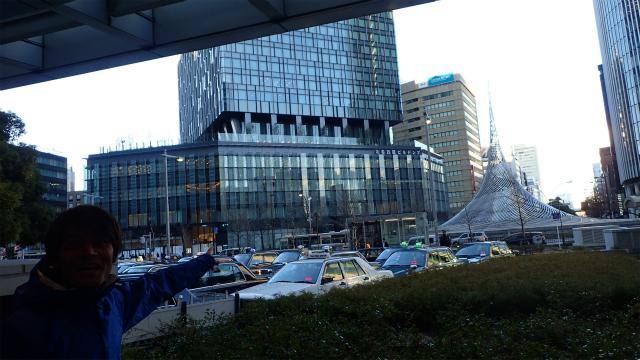 あたらしい大名古屋ビルヂング。ほぼ完成しとる! と大興奮の安藤さん