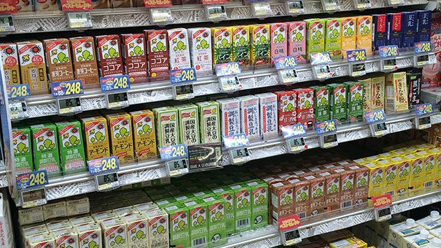 スーパーにならんでる豆乳飲料の味、多すぎやしないか? 場合によっては逮捕だ