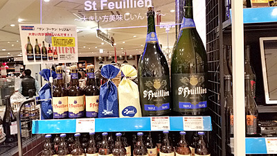 売り場でも大きい方が美味しいと書いていた。右端が9リットルボトル。その隣が6リットルボトル。