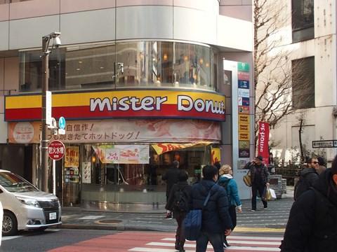 焼き立てホットドッグも食べられる新宿靖国通り店でした。