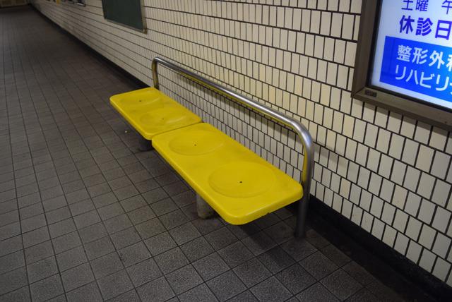 弘明寺駅にあるベンチ