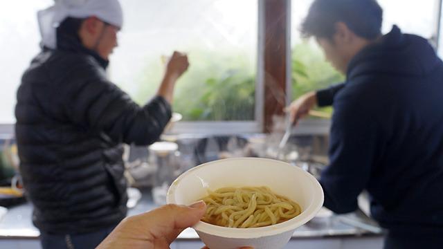 ラーメン用の中華麺には必ず入っている「かんすい」とはなにか、製造元に聞いてきました。