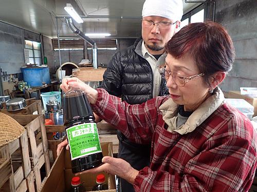 かんすいの工場は社外秘だが、めんつゆ工場ならばと見せていただいた。本枯れ節を使った贅沢な「お汁の元」。