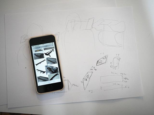 エアロパーツの代表的なもの、ウイング。スケッチして設計図を作成