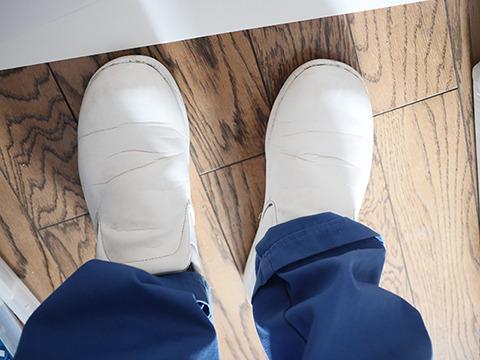 一番下となると靴だろう。この靴に加工をしていく