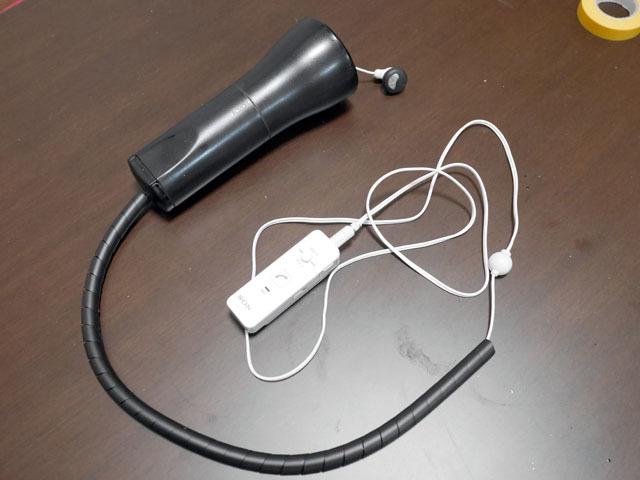 最後に、懐中電灯を改造して作った受話器にイヤホンマイク(これもBluetoothでiPhoneにつなぐため、トランシーバに接続)を仕込み、