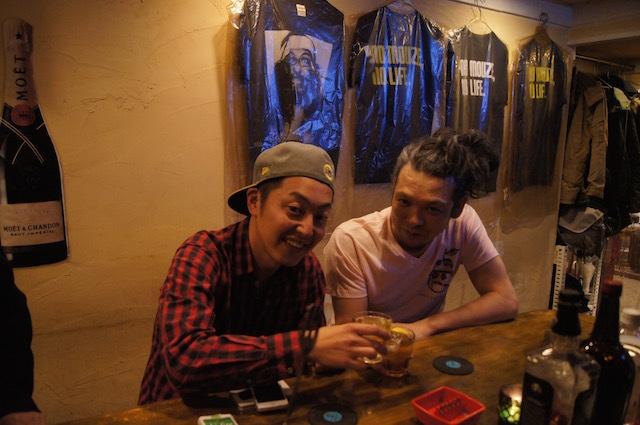 右がその柴田、左は柴田の先輩