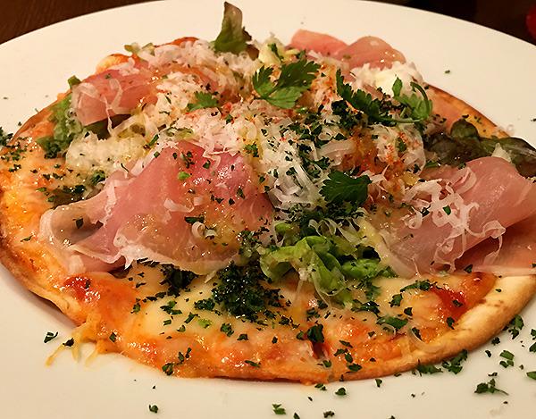 林「経堂の気に入っている洋食屋のピザ」