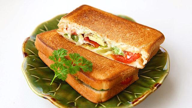 Hot sandwich is insane. Super delicious.