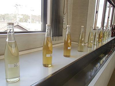 本田商店秘蔵の熟成古酒の数々。今回試飲したものは多くが通常売っていない貴重な物でした。