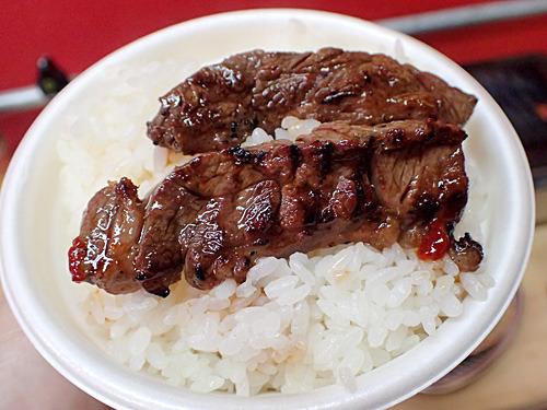 ハラミとライスのランデブー。やはり焼肉には白米がよく似合う。