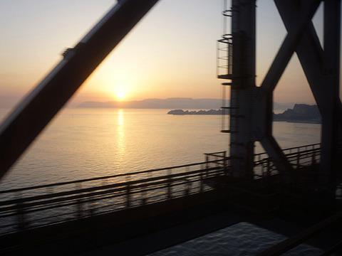 というわけでサンライズ瀬戸に飛び乗り、瀬戸内海で朝日を拝みながら高松へ入る。