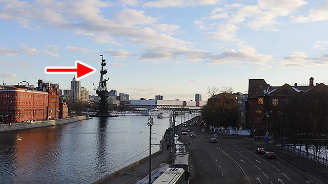 遠くにはロシアになってから作られた銅像が見える。銅像好きすぎるだろ!