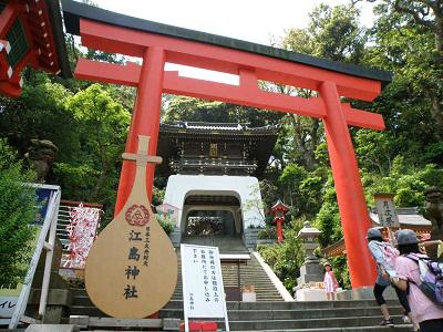 現在も多くの参拝客でにぎわう江島神社