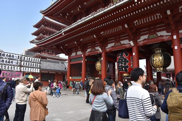 このデカい門は宝物庫でもあるらしい。日本人でもあまり知らない情報が続々出てくる