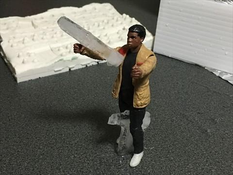 氷のバズーカを持たせるつもりで買ってきた人形に、せっかくなので残骸を持たせてみる。