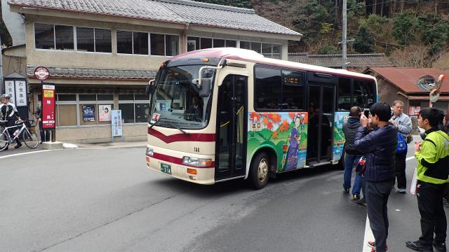 これは臨時便の方のバス